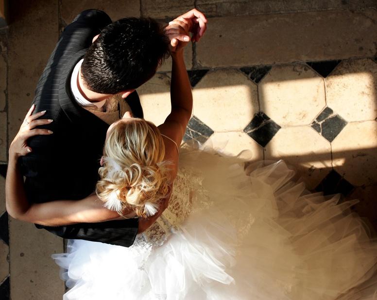 Wedding-Dance-overhead
